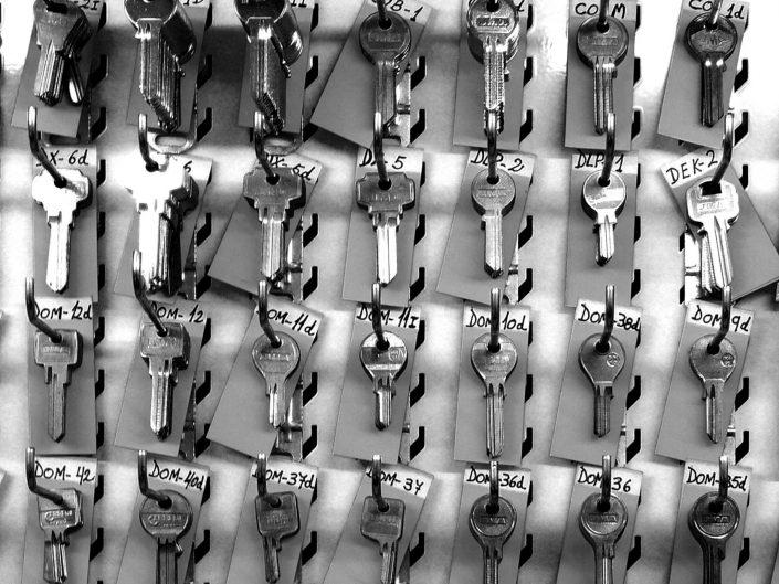 Choose the right key (Barcelona. 2012)