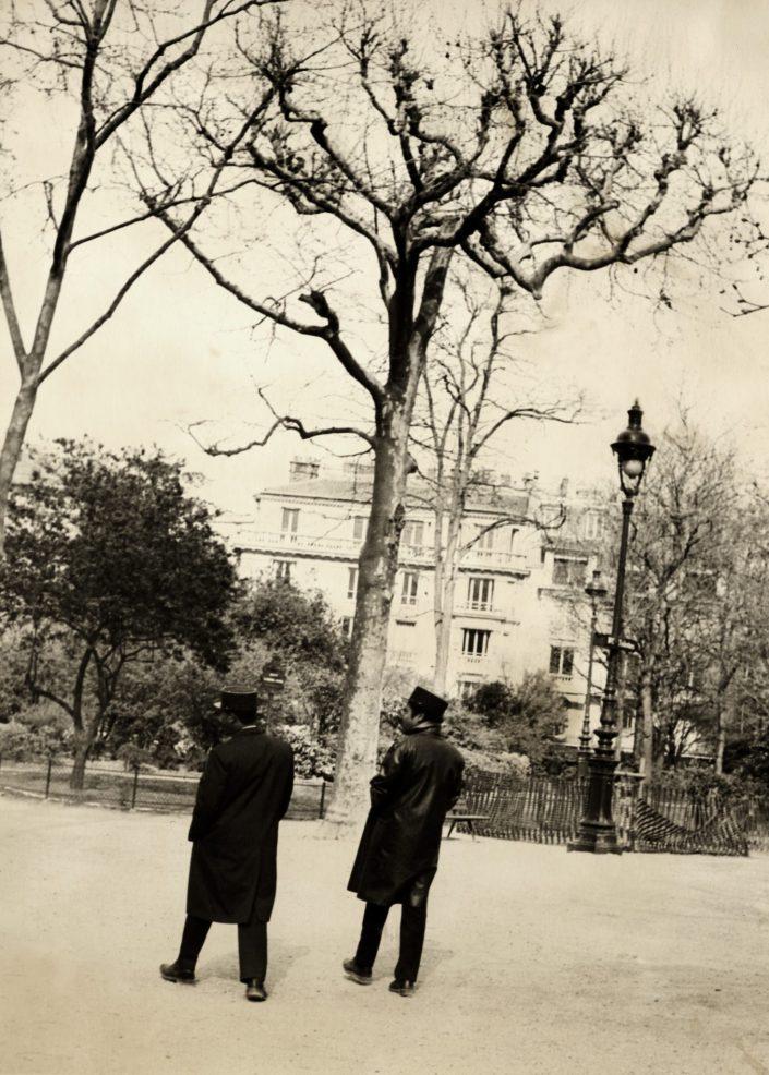 Walking Gendarmes (Paris, France. March 1993)