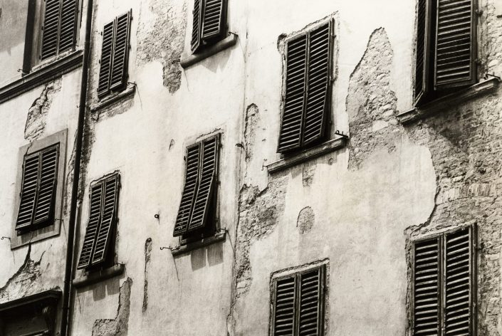 Old Windows (Firenze, Italy. July 1991)