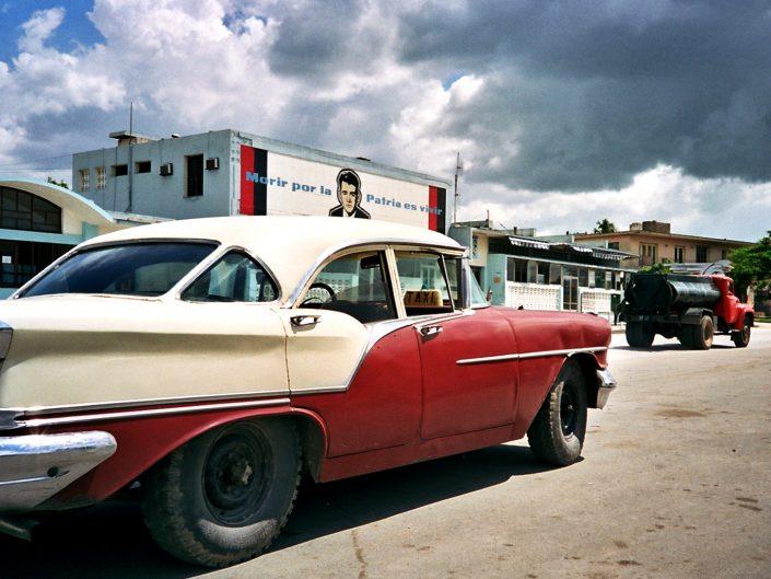 Morir por la patria es vivir. Holguín. Cuba. 2004