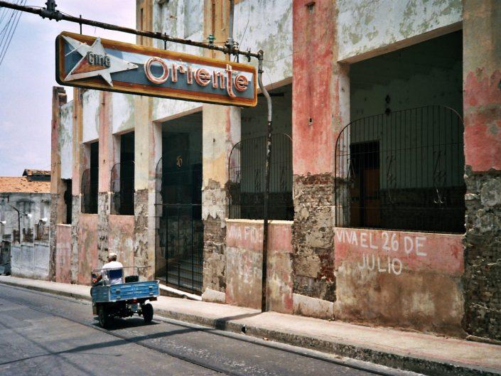 Cine Oriente. Santiago de Cuba. 2004